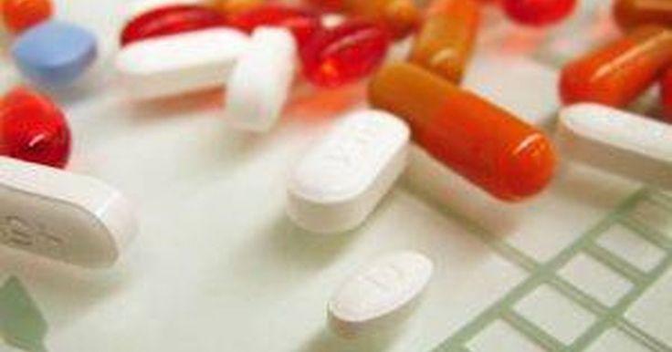 O que é a clindamicina HCL?. A clindamicina ou o cloridrato de clindamicina (HCL) é um antibiótico de prescrição médica usado para tratar infecções bacterianas e oferecido como uma cápsula oral. Ela é fabricada sob uma série de marcas, mas também está disponível em formas genéricas. A clindamicina HCL oral é aprovada para o tratamento de doenças respiratórias bacterianas, ...