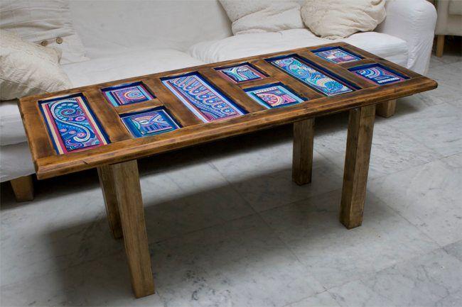 piezas realizadas a partir de puertas antiguas y recuperadas, sobre las que se ha pintado en acrlílico con diferentes motivos. Luego se han empleado como tablero de una mesa de centro o auxiliar