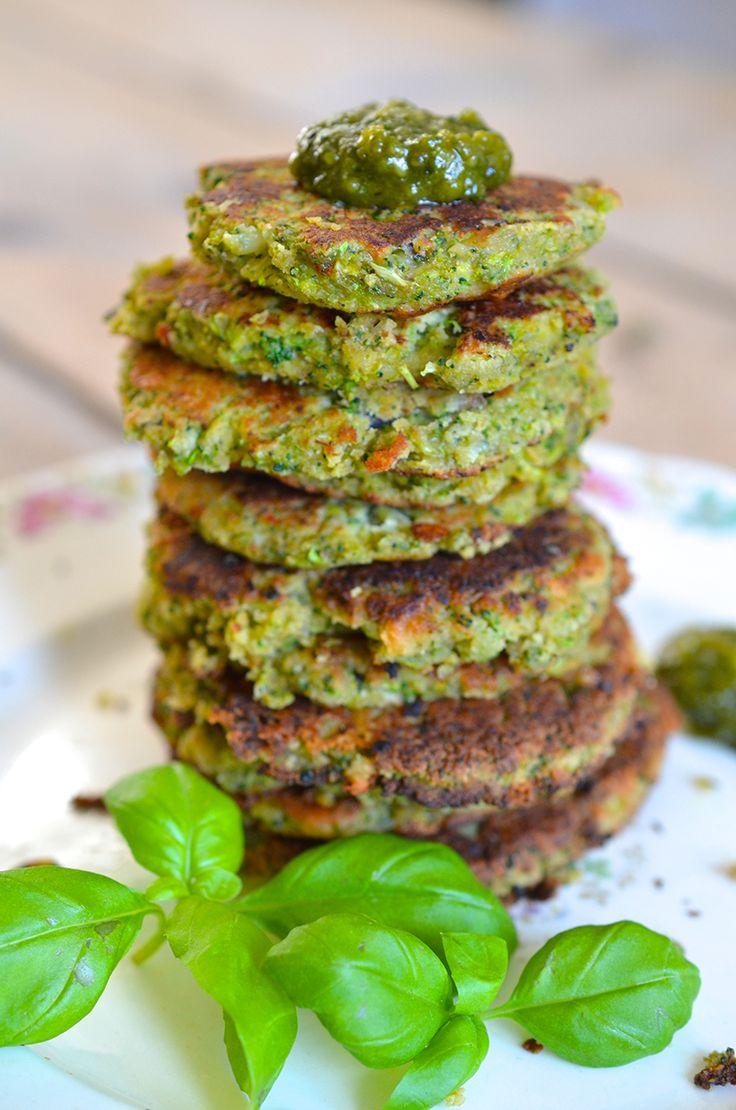 Hmmm.. Groenten burgers zijn een van mijn favoriete gerechten! Niet alleen omdat ik het heel lekker vindt maar ook omdat je zo direct je portie groente binnen krijgt. Broccoli zit boordevol mineralen
