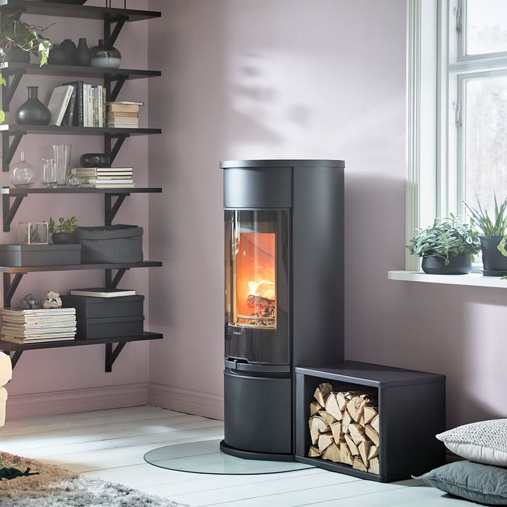 Contura 610 Style is the smallest model in the grown up 600 series. Here with glass door and a freestanding log storage. #woodburner #contemporarystove #shelf #ledge #logstorage #contura 600 #conturastyle