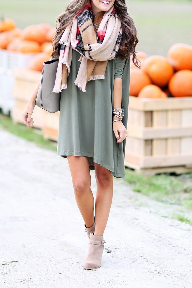 Green casual dress and plaid scarf. Fall fashion trends.: