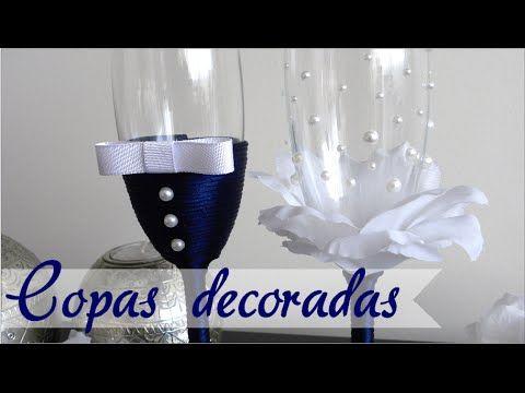 Decoración de copas de brindis, creando efecto flor con perlas y cola de ratón marino. Si quieres comprar unas impresionantes copas personalizadas pásate por...