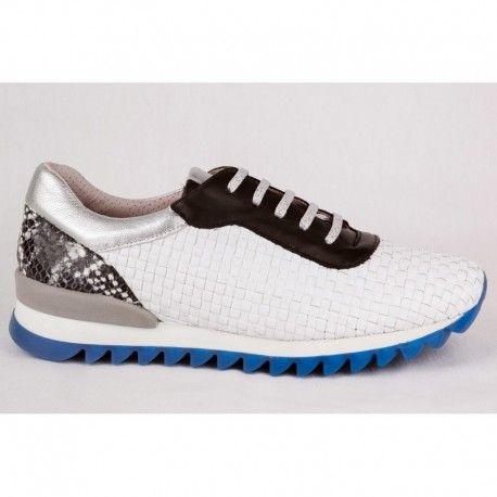 Sneakers de piel trenzada blancas. Encuéntralas en la tienda online de Kess Shoes.