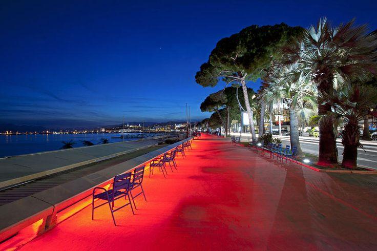 La promenade de la Croisette, lieu mythique et incontournable de Cannes, où les ballades le long de la baie font la joie de tous ! - Photographe Jérôme Kélagopian - © Ville de Cannes