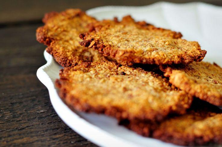 Amandelkoekjes gemaakt van amandelen, dadels, sinaasappelsap en een snufje kaneel. Een koekjesrecept zonder suiker. Ze smaken verrukkelijk!
