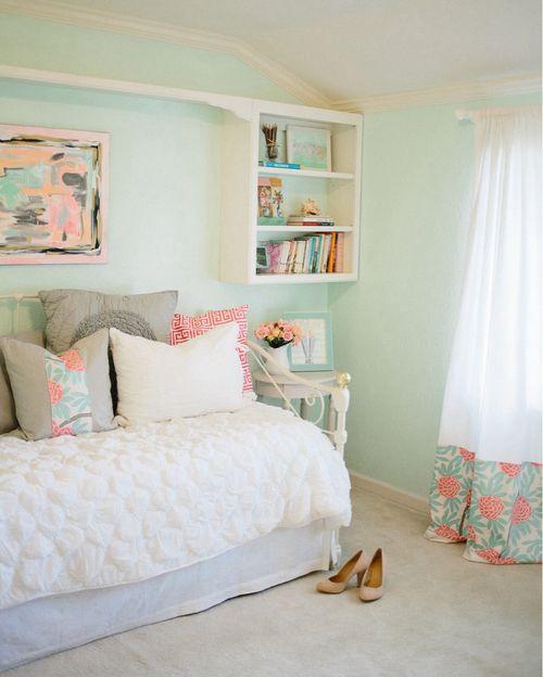I really like this one. But still no bookshelf..