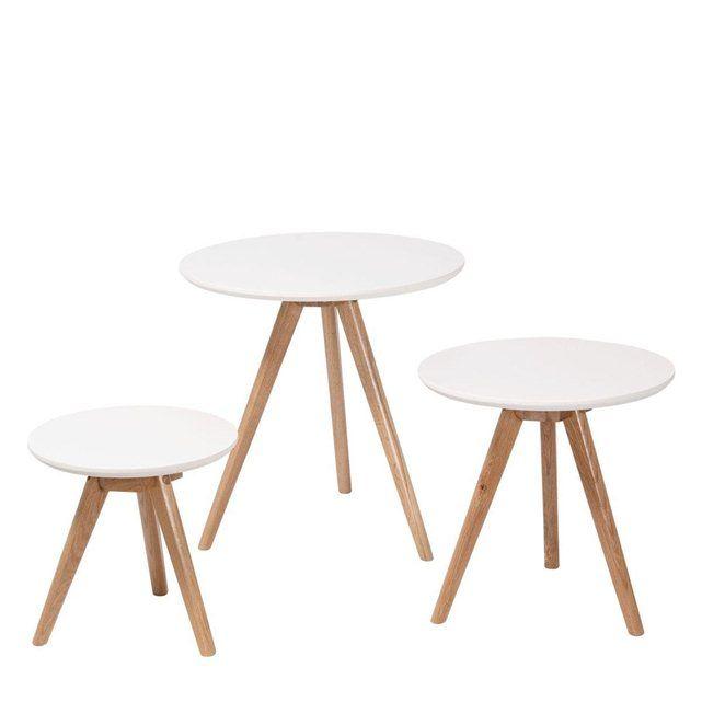 Lot de 3 tables basses scandinaves Søren  Blanc Grande table : Ø 50 x H45 Moyenne table : Ø 45 x H45 Petite table :   Ø32  x H32 Livraison sous 6 à 7 semaines Vendu et expédié par : DRAWER Livraison uniquement à domicile : 27,10 € PRIX ROUGE 104,90 €