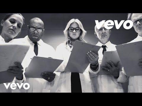Kelly Clarkson - 'People Like Us' Music Video Premiere!