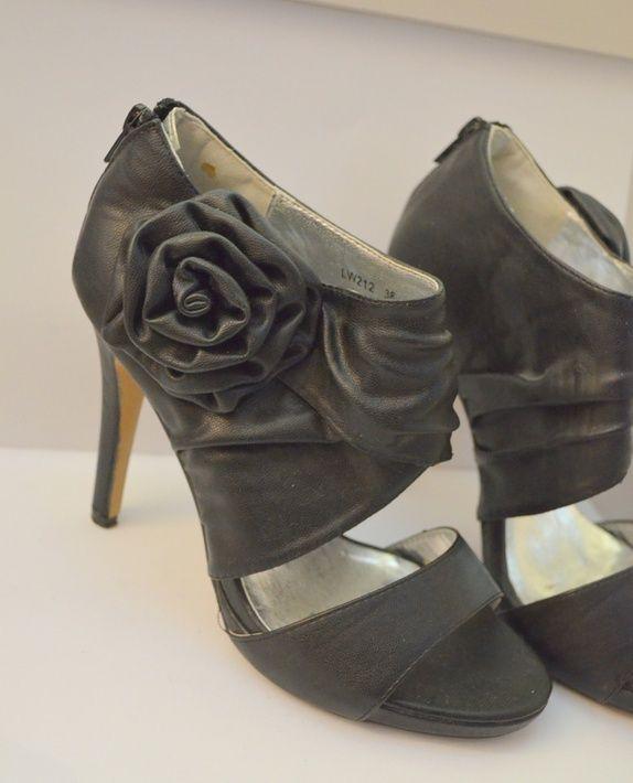 Sorte sko med rosett og høy hæl 38 NOK 75