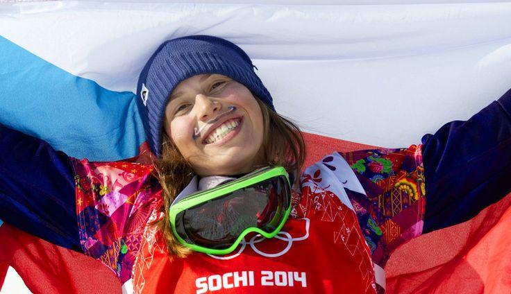 Eva Samková suverénně ovládla olympijský snowboardcross a dojela si pro zlatou medaili. (16. února 2014)