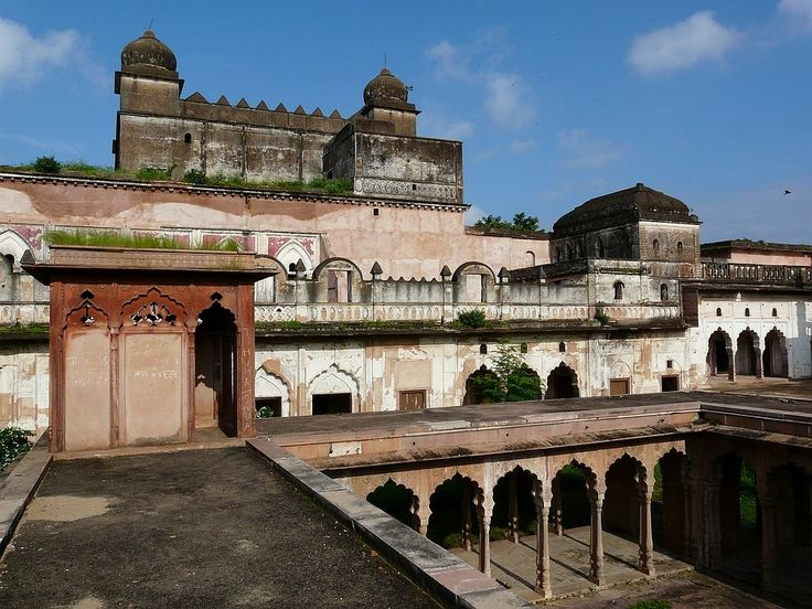 If you are a history freak, I am sure you would love to visit Gohar Mahal of Bhopal. Bhopal is truly a beautiful city full of lakes, palaces and ancient buildings. It is a treat to the historians' eyes. I found the stories linked to this palace truly interesting. I even clicked a lot of pictures here.