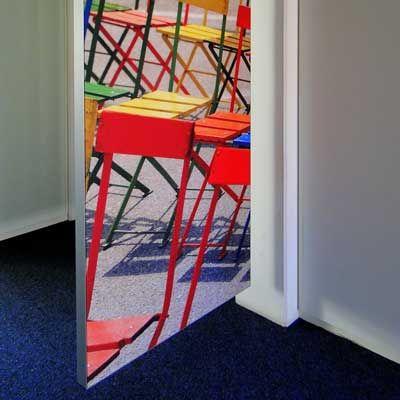 Farbige Akustikbilder bringen ganz neuen Charme in die Räume und verbessern die Raumakustik