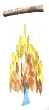 Mooie windgong boom met glazen blaadjes die vrolijk tinkelen in de wind. Bestel snel bij huisentuinkado.nl
