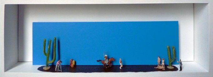 Gaspard Mitz est très à cheval sur les détails…Rien ne manque à cette scène de tournage de la suite du célèbre film de cow boy ! Alors pourquoi pas commencer votre collection pas à pas ? Dimensions : 40 x 15 x 6 cm Oeuvre unique