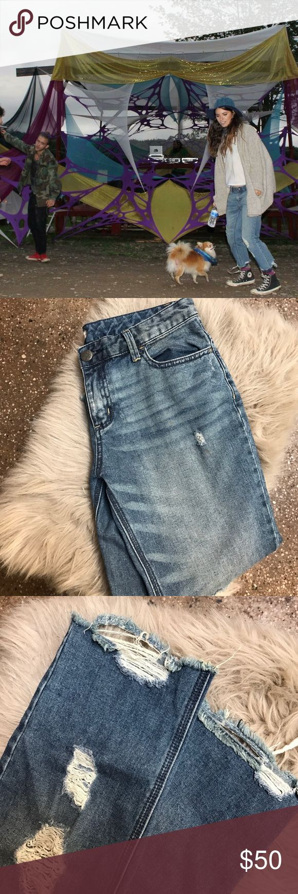 Free people Jeans Super cute vintage inspired distressed free people jeans. Low waist and ripped cropped ankle length finish Free People Jeans Ankle & Cropped