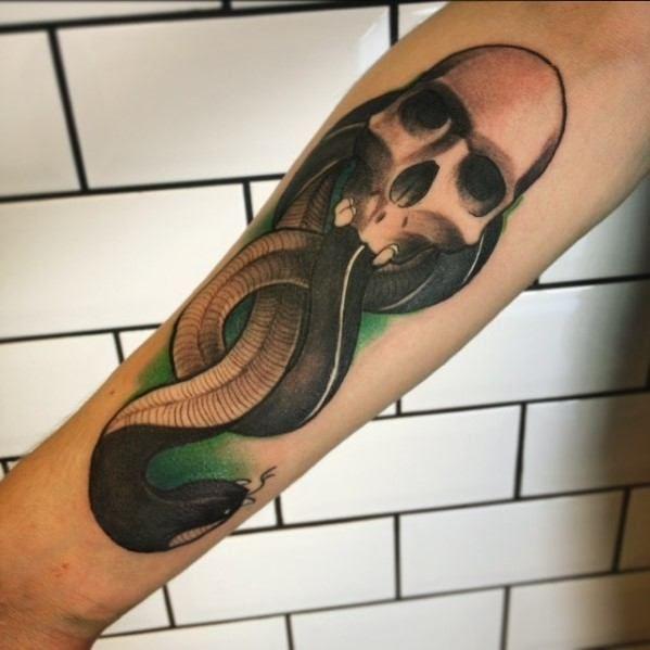 60 The Dark Mark Tattoo Designs Fur Manner Harry Potter Tinte Ideen Mann Stil Tattoo Tattoo Designs Men Dark Mark Tattoos Mark Tattoo
