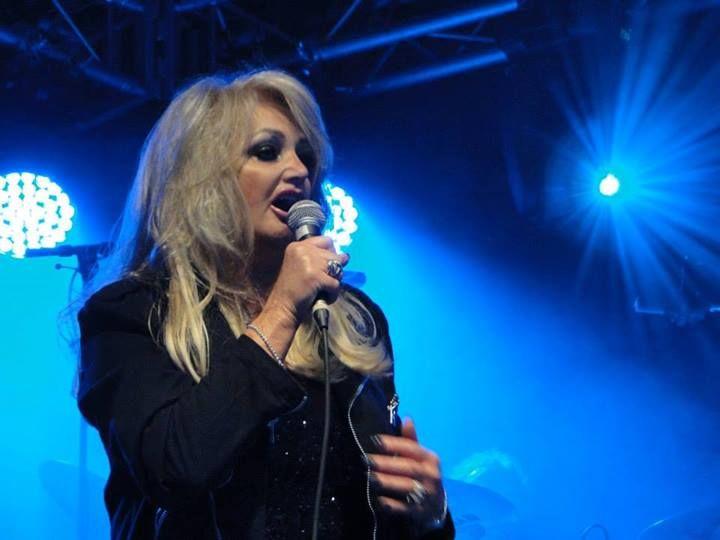 Bonnie Tyler - Picture by Pia (a fan) - #bonnietyler #gaynorsullivan #gaynorhopkins #thequeenbonnietyler #therockingqueen #rockingqueen #music #rock #2013 #finland #kuopio #concert #bonnietylervideo #kuopiowinefestival