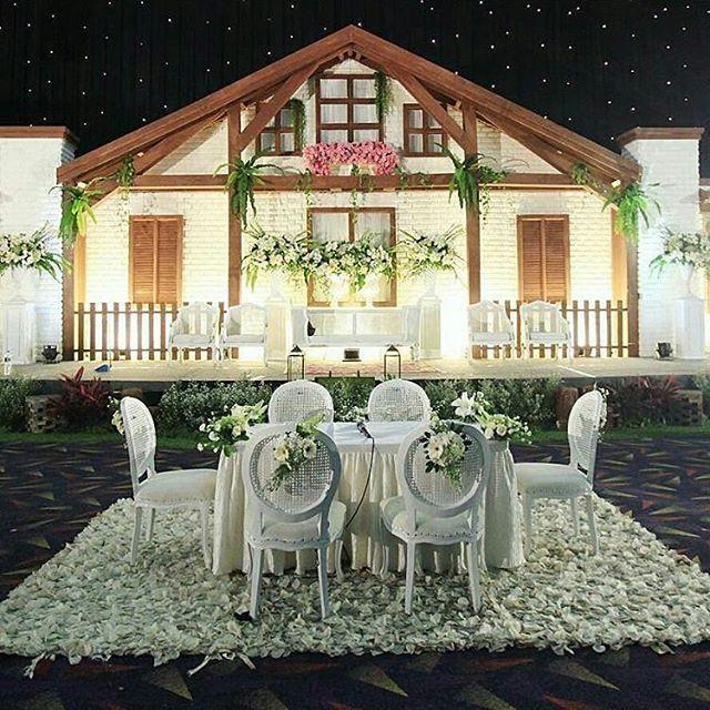 Pelaminan yang unik! Dekorasi @richart_decoration Inspirasi dari @lizahrani Semoga Menginspirasi😉