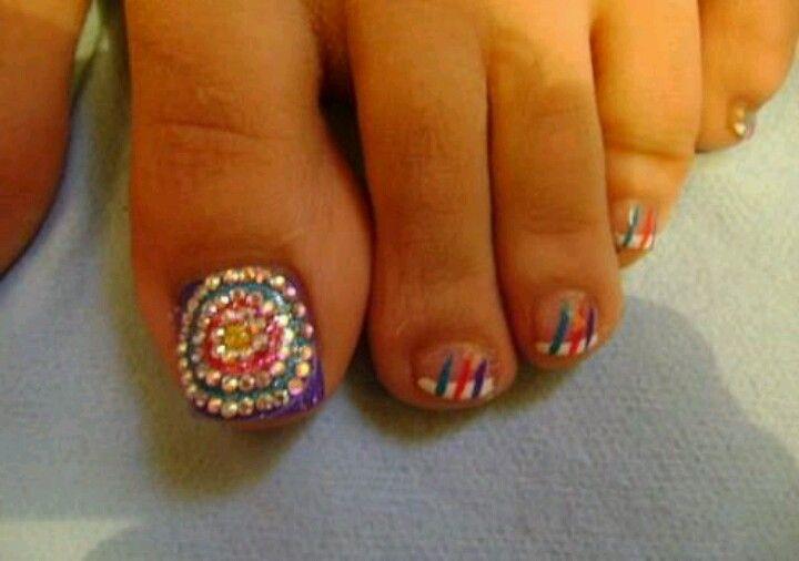 Uñas de los pies con cristal