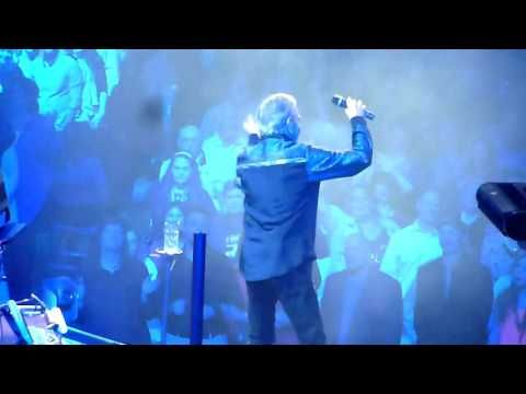 "Neil Diamond ""Song Sung Blue"" (Live from St Louis, MO at 50th Anniversary Tour 04-12-2017) - YouTube"