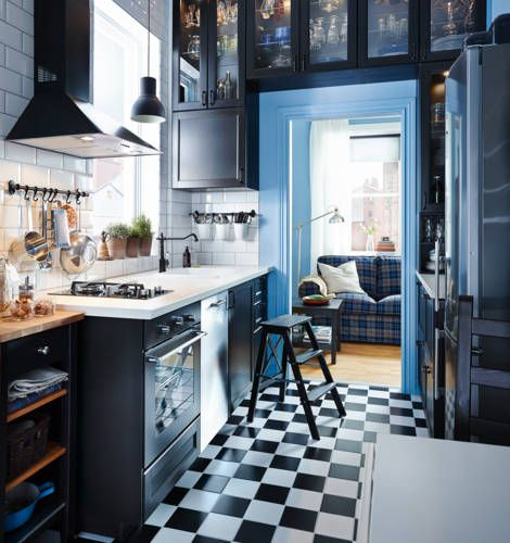I love the use of height in this kitchen! It's great for small spaces, while also making the space more cozy.. IKEA katalog 2015