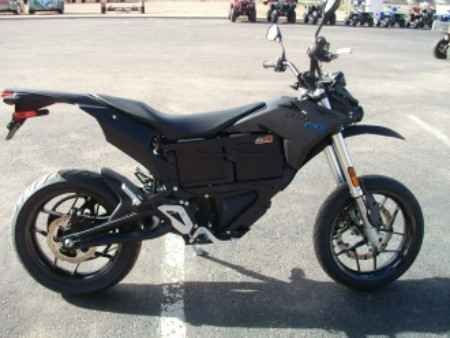 New 2016 Zero Motorcycles FXS 6.5 ATVs For Sale in Colorado. The FXS 6.5 is a new model by Zero fashioned after the original FX but a supermoto style. Whether you're charging through the inner city supermoto style or indulging in backroad shenanigans, the new Zero FXS is ready to push the limits. Delivering a nearly instantaneous 70 ft-lb of torque, up to 44 hp and weighing less than 300 lbs, the Zero FXS is quick and agile. Suspension and brakes are ideally suited to the rigors of…