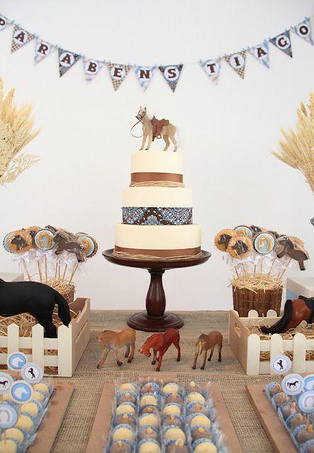 Amo cavalos... nem preciso dizer o quanto amei participar de mais um projeto brilhantemente executado por Fabiana Moura !   Cupcakes e cooki...