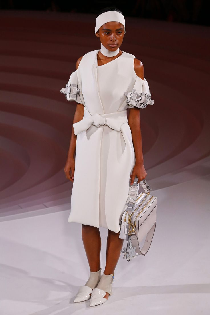 Anya Hindmarch   Ready-to-Wear Spring 2017   Look 40