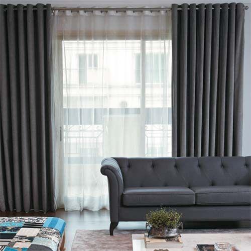 sala de estar com cortina dupla shantung presa por lhós