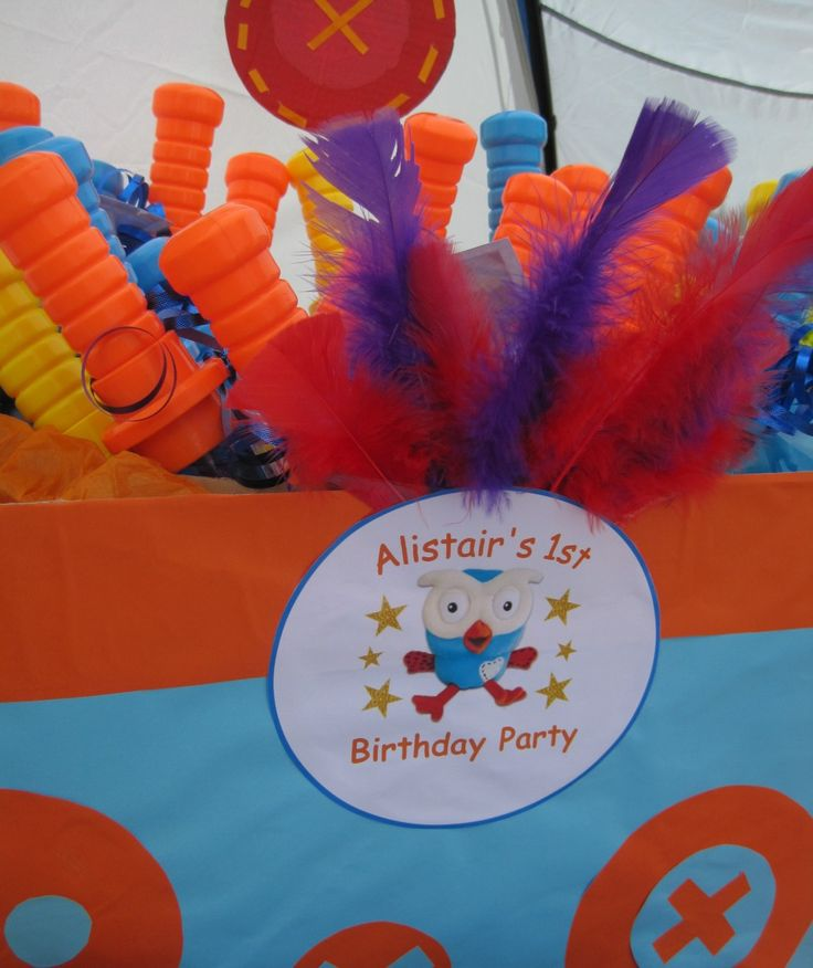 Giggle and Hoot party favours