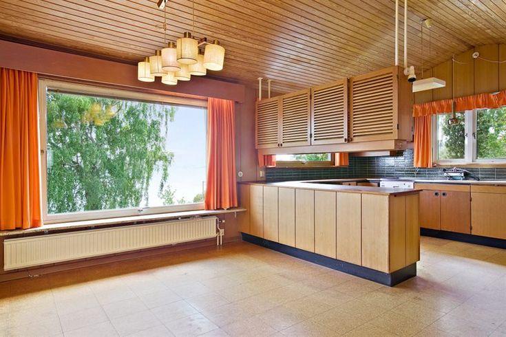 Ett hem kan dölja så mycket mer än bara kök, badrum och sovrum. Ett vattenfall, en stjärnhimmel eller elegant 70-tal till exempel. Här några guldkorn från Hemnet.