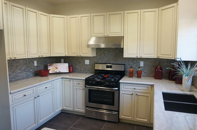 Ivory glaze ready to assemble rta kitchen cabinets for Assembled kitchen cabinets online