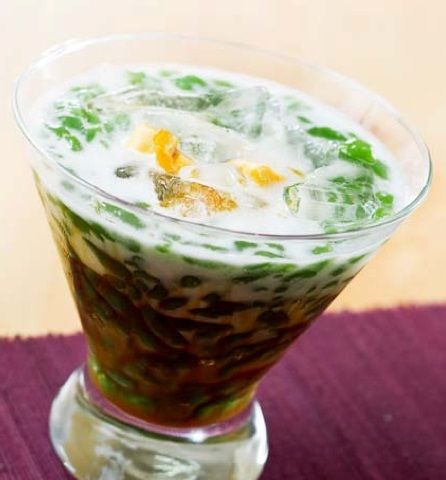 Dawet Ayu is a traditional beverage of Banjarnegara which is slightly similar to Es Cendol. A glass of Dawet Ayu indeed consists of Cendol, Coconut Milk and Sugar. http://www.goindonesia.com/id/indonesia/jawa/banjarnegara/minuman/tradisional/es-dawet-ayu
