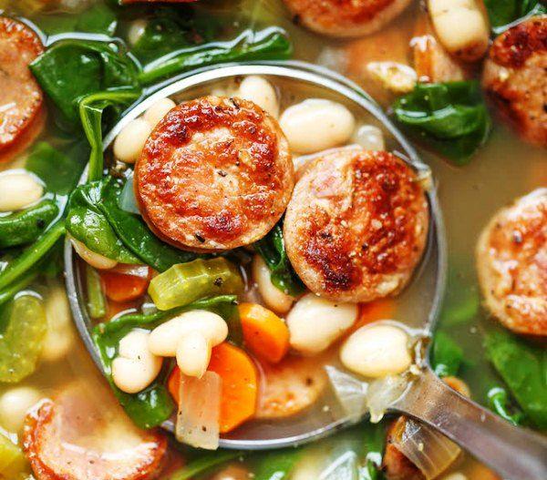 Суп из белой фасоли с колбасой и шпинатом