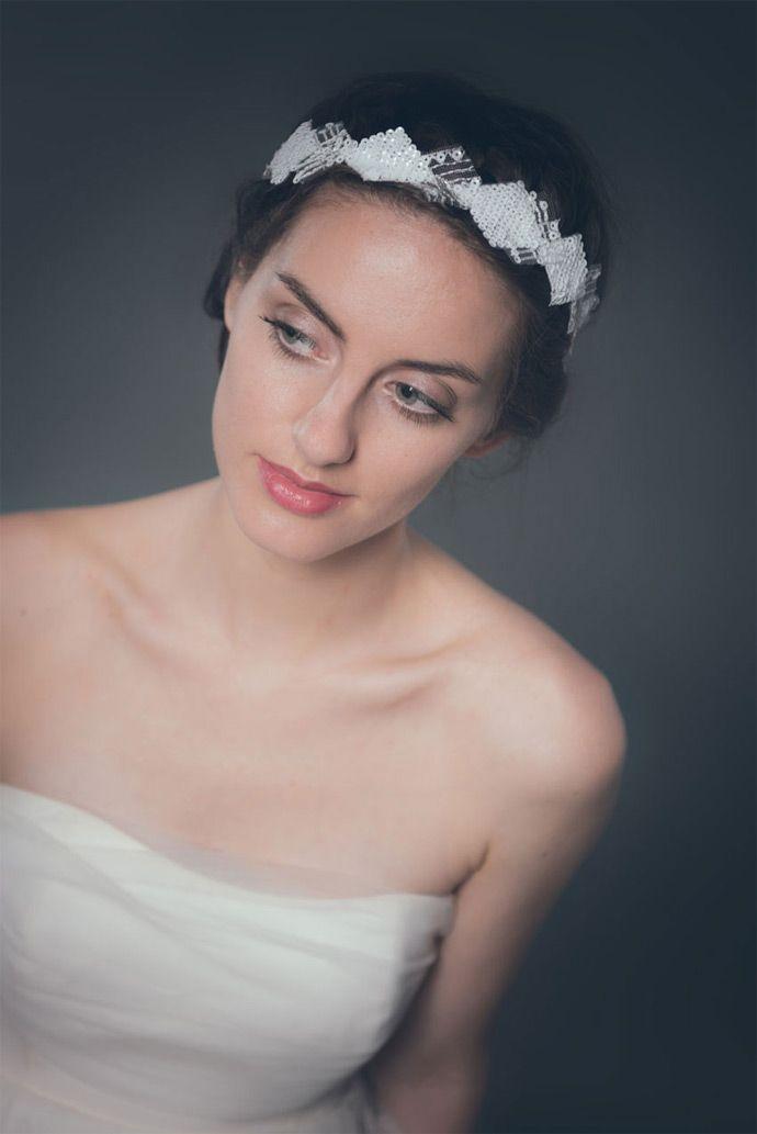 La Chambre Blanche - Accessoires à cheveux -  mariage | Modèle:  Circée | Crédits: Studio mennesson | Donne-moi ta main - Blog mariage  --- #Headband #bijouxdetête #bijoux #couronne #fleurs #flowers #mariée #bride #brides #mariage #wedding #ChambreBlanche #paris #creatrice