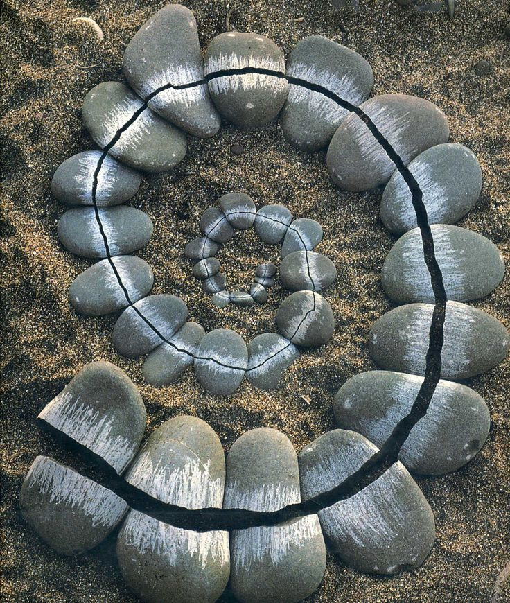 Andy Goldsworthy, Pebbles, broken and scraped.