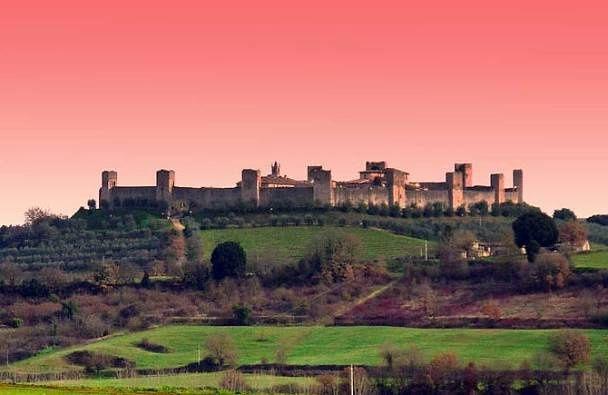 Booking | I poderi di Mansalto e Montemaggiore, con le loro vigne, ulivi e Country houses rappresentano un vero mondo a