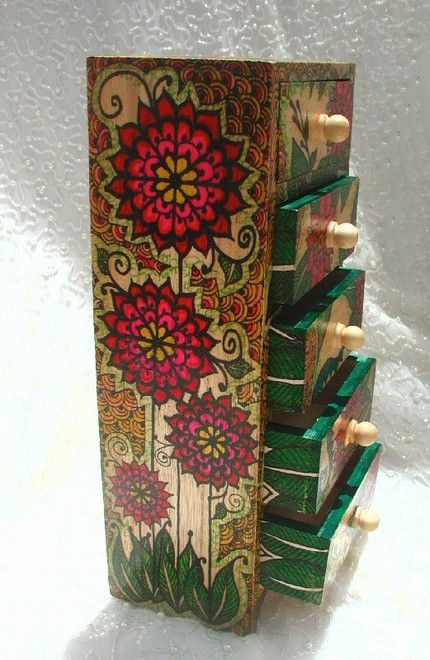 Gorgeous Poppy Posie Jewelry Box by: Bajidoo Henna Shop (sadly her shop on Etsy is no longer active).