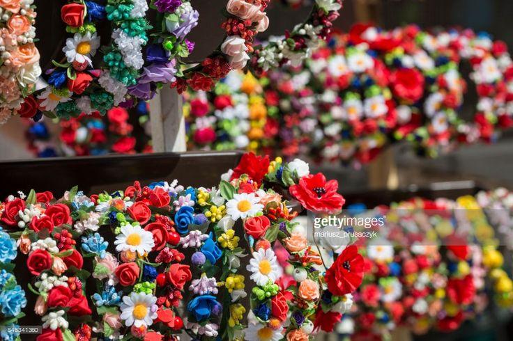 ストックフォト : ローカル市場の販売のカラフルな伝統的な花かざり。