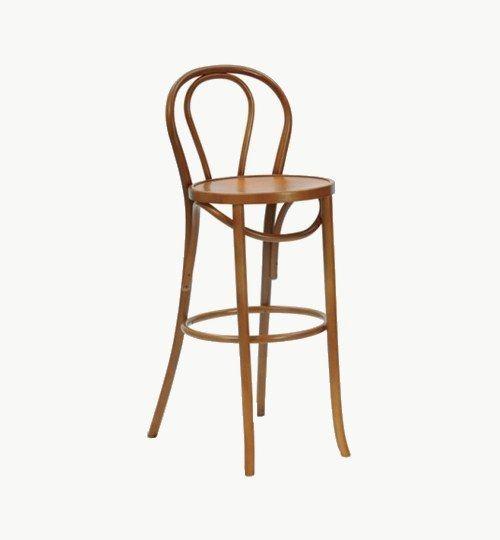 Barstol som går att få med stoppad sits, många tyger att välja på. Ingår i en serie med två olika modeller på stolar. Barstolen är tillverkad i trä med bets samt att det går att få sittskalet stoppat/klätt. Stolen väger enbart 4,7 kg, vilket är väldigt lätt för att vara en barstol. Tyg Lido 100 % polyester, brandklassad. Tyg Luxury, 100 % polyester, brandklassad. Konstläder Pisa, brandklassad, 88,5% PVC, 11,5% polyester. #azdesign #barstol #brun #inredning #pagedmeble