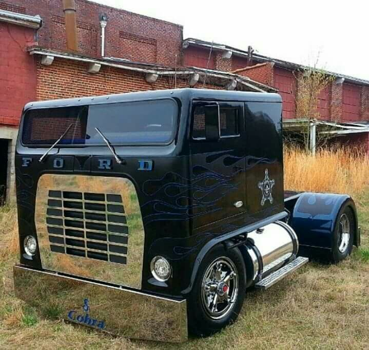 "Rob Mariani's ""Low Patrol"" chopped top Ford L900..."