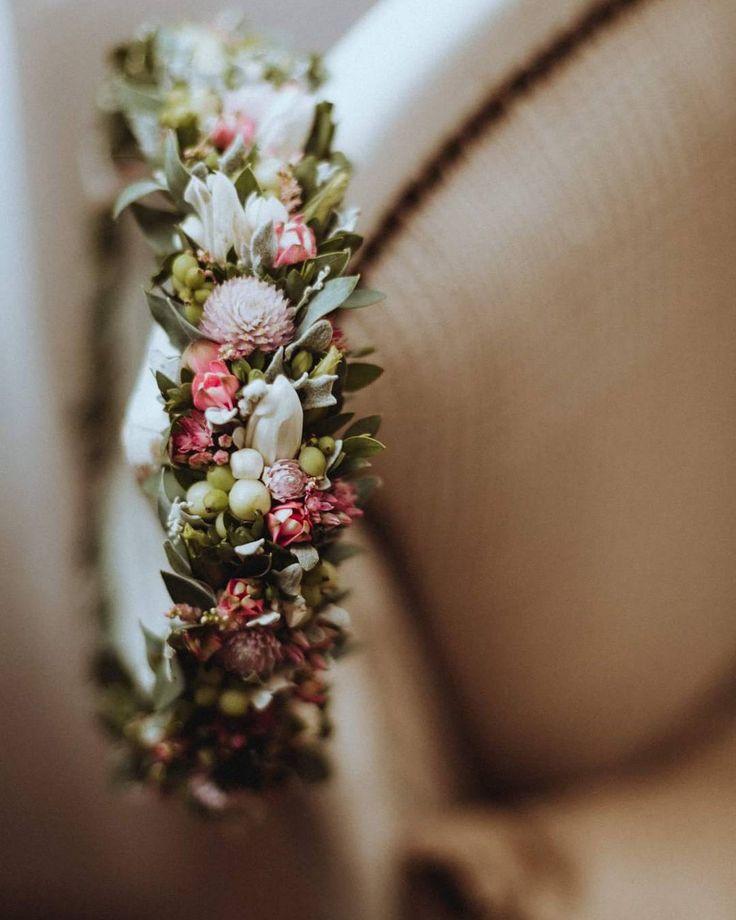 Ślubny wianek Miłki  Romantycznie!  fot. @roksanarobizdjecia    #wianek #wianuszek #wianekslubny #wianeknagłowie #kwiatywewlosach #ślub #slub #slub2017 #wedding #weddingwreath #wreath #floralcrown #flowerstagram #instaflowers #instaslub #romantic #love #wroclove #wroclaw #psiepole #kwiaciarniafloris #roksanarobizdjecia