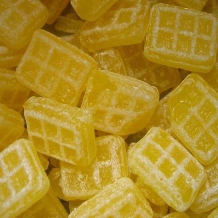 24x Hollandse snoep van vroeger. Voor meer inspiratie en tips ga naar www.budgi.nl