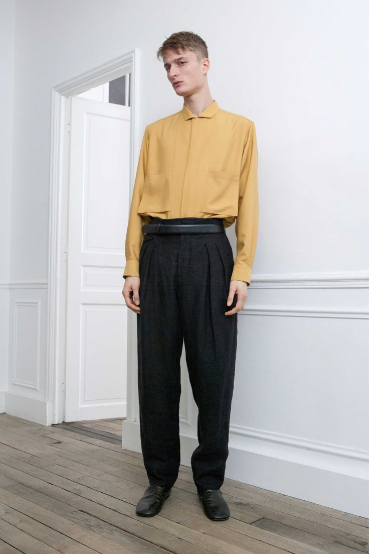 18. Convertible-collar shirt in silk twill / Two-pleated pants in linen flannel / Loafers and belt in calf leather