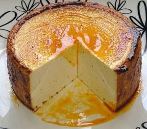 queso vegano al pimentón / #vegan Mmmmm! It looks like a huge cheesecake... I'll have to check it out.