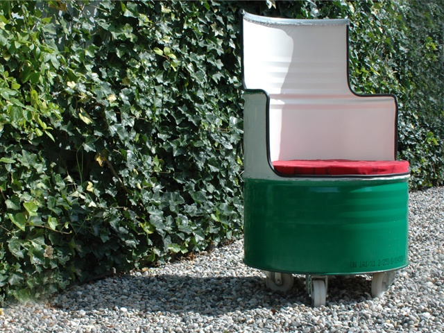 Castrol barrel chair