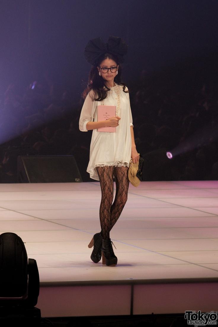 Google Image Result for http://1.bp.blogspot.com/-9nHmguQvNuA/TZ0Jg2YwgoI/AAAAAAAAADs/YEJBaf5g8BA/s1600/Tokyo-Girls-Collection-11SS-01-Girls-Doors-004.jpg