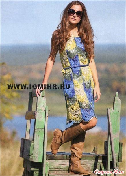 Осенью не надо забывать про легкие трикотажные платья. Яркое меланжевое платье с короткими рукавами составит ультрамодный ансамбль с сапогами и кожаной курткой.  Размер: 42-44