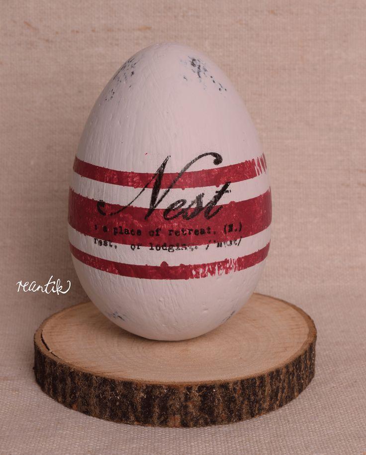 french linen easter egg http://reantik.hu/szovoszek-nelkul-csikos-tojasok/
