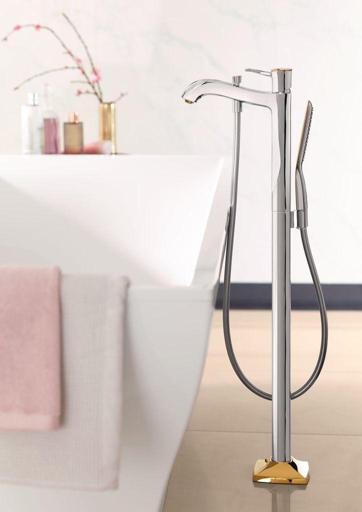 Classic bathroom design: Elegant floor standing design mixer for your stylish and timeless bathroom. #hansgrohe #MetropolClassic #Metropol